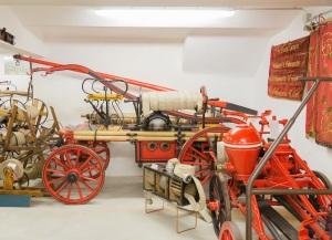 Fahrbare Handdruckspritzen Feuerwehrmuseum Tumeltsham (© Privat)