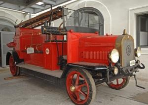 Historisches Löschfahrzeug Hauptfeuerwache Floridsdorf Wien (© Berufsfeuerwehr Wien )